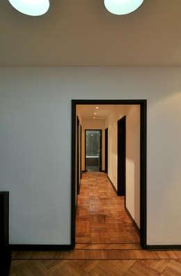 Remodelación Parque Forestal: Pasillos y hall de entrada de estilo  por Nicolas Loi + Arquitectos Asociados