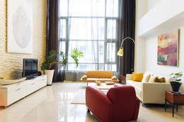 挑高客廳:   by 果仁室內裝修設計有限公司