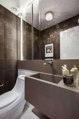 Casas de banho clássicas por Flávia Kloss Arquitetura de Interiores