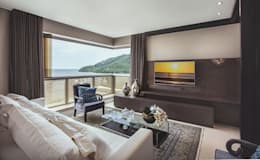 Salas de estar modernas por Flávia Kloss Arquitetura de Interiores