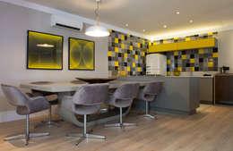 Phòng ăn by Karinna Buchalla Interiores
