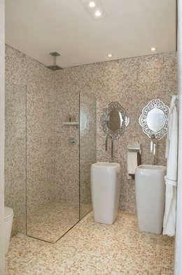 Phòng tắm by Karinna Buchalla Interiores