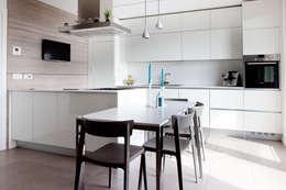 Cocinas de estilo minimalista por Andrea Picinelli