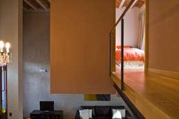 CASA EN PALERMO: Pasillos y recibidores de estilo  por Arquitecta MORIELLO