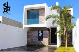 Casa Lagunas: Casas de estilo moderno por Slab Arquitectos