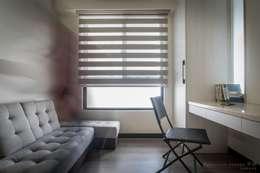 聯上峰景舒適宅:  書房/辦公室 by 采居空間設計/系統傢俱