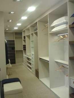 Dormitorios de estilo  por Bulgarelli Ambientes Planejados