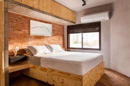 Projekty,  Sypialnia zaprojektowane przez Tripper Arquitetura