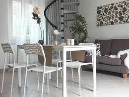 DOPO: Soggiorno in stile in stile Moderno di Sonia Santirocco architetto e home stager