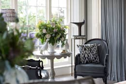 Country Manor Living Space : classic Living room by Thompson Clarke