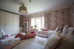 Country Manor Childrens Bedroom  : classic Nursery/kid's room by Thompson Clarke