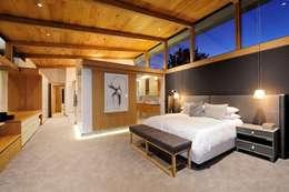 Project Stellenbosch: modern Bedroom by Dear Zania Interiors