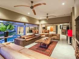 Verandah:  Balconies, verandas & terraces  by Riverwalk Furniture