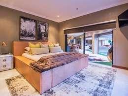 Dormitorios de estilo  por Riverwalk Furniture