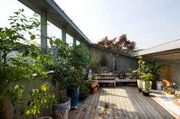 Jardines de estilo moderno por 수목피엠