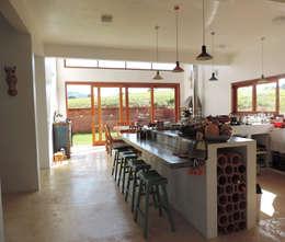 Cocinas de estilo colonial por ILHA ARQUITETURA