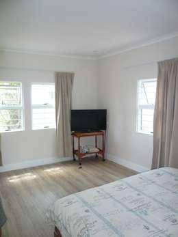 Livings de estilo moderno por Readykit Cape (Pty) Ltd
