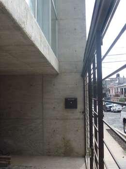 Edificio Lara: Casas de estilo minimalista por Urbe. Taller de Arquitectura y Construcción
