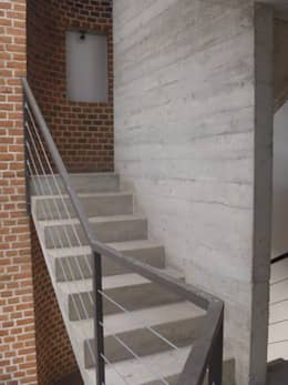 Edificio Lara: Pasillos y recibidores de estilo  por Urbe. Taller de Arquitectura y Construcción