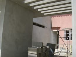 Vista inferior, pergola de concreto: Casas de estilo moderno por MARATEA Estudio