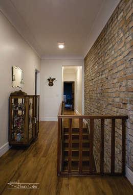 Corridor & hallway by SET Arquitetura e Construções