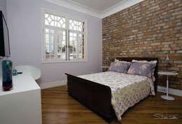 Habitaciones de estilo clásico por SET Arquitetura e Construções
