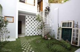 Garajes de estilo clásico por SET Arquitetura e Construções
