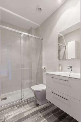 Baños de estilo moderno por Basoa Decoración