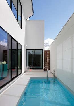 Piletas de estilo moderno por 近藤晃弘建築都市設計事務所