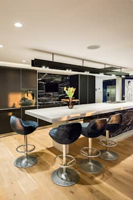 Luxurious Clifton Apartment: modern Kitchen by Inhouse