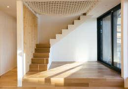 Projekty,  Korytarz, przedpokój zaprojektowane przez bomhousing