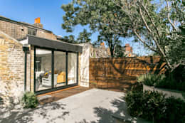 Lillieshall Road, London, SW4:  Patios & Decks by APT Renovation Ltd