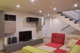 Salas / recibidores de estilo moderno por ENRICO MARCHIARO _ eMsign Studio _ Architettura_Interior Design