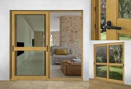 Corrediza Triple: Puertas y ventanas de estilo moderno por Lens Puertas de Aluminio.