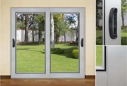 Corrediza : Casas de estilo clásico por Lens Puertas de Aluminio.