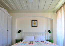 Dormitorios de estilo mediterraneo por Ebru Erol Mimarlık Atölyesi
