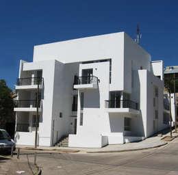 Edificio Soleares: Casas de estilo moderno por Development Architectural group