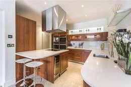 modern Kitchen by APT Renovation Ltd