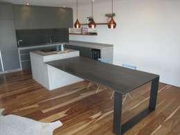 Kitchen Smuts: modern Kitchen by Stoneform Concrete Studios