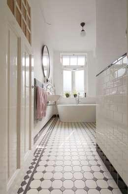 modern Bathroom by studiopops