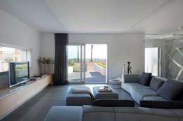Salas de estar minimalistas por HD Arquitectura d'interiors