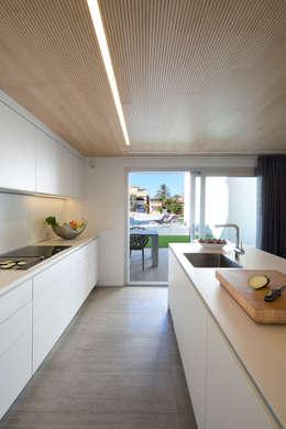 Cocinas de estilo minimalista por HD Arquitectura d'interiors
