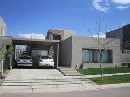 VIVIENDA VISTAPUEBLO II: Casas de estilo moderno por Arq. Leticia Gobbi & asociados