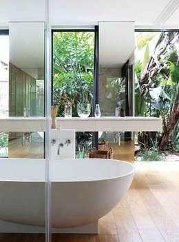 House Cowies Hill: modern Bathroom by Ferguson Architects