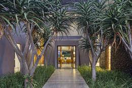House Umhlanga: modern Houses by Ferguson Architects