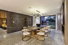 House Umhlanga: modern Dining room by Ferguson Architects