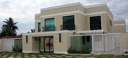 Casas de estilo clásico por DHN arquitetura