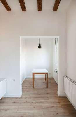 Projekty,  Salon zaprojektowane przez Irabé Projectes