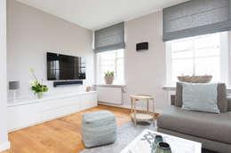 غرفة المعيشة تنفيذ Mignon van de Bunt Interieurontwerp, Styling & Realisatie