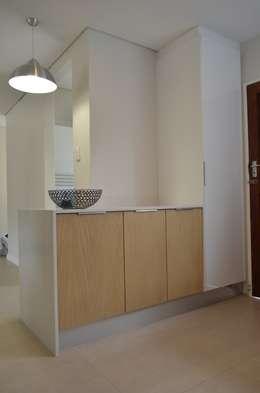 veneer: modern Kitchen by Première Interior Designs